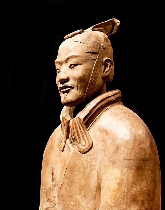 Statues au Musée des guerriers en terre cuite