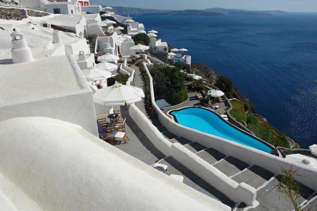 maison parasol piscine mer