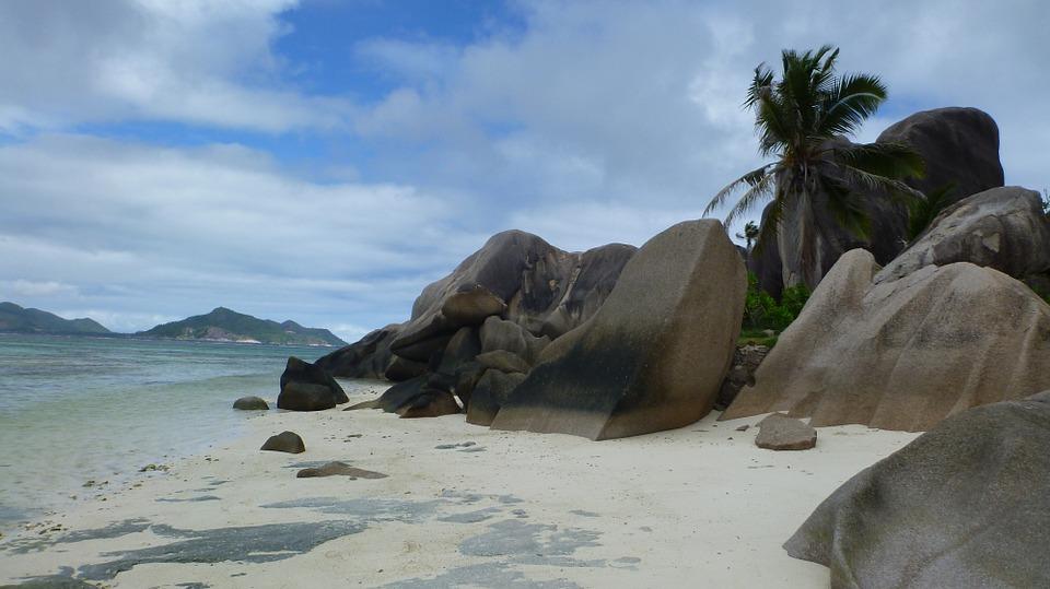 plage sable nuage